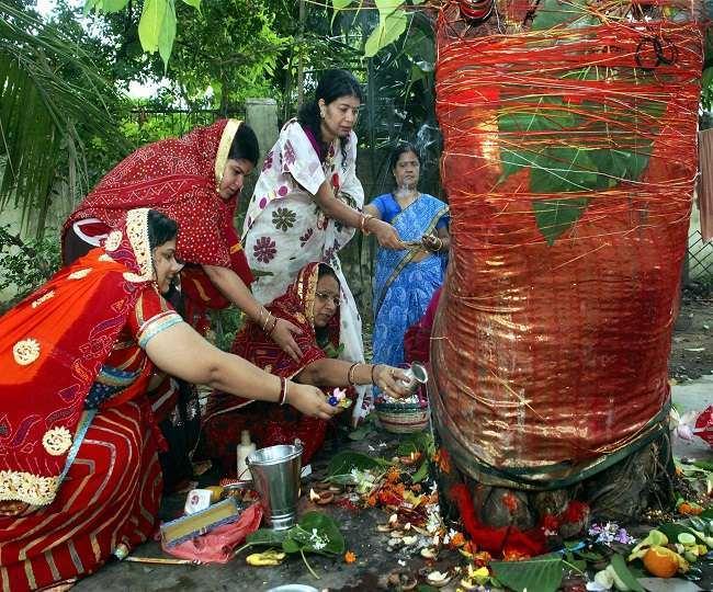 Vat Savitri Vrat 2021: आज है वट सावित्री का व्रत, जानें पुजा विधि, व्रत सामग्री और इसका महत्व