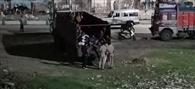 बरगढ़ से राउरकेला पहुंचे 31 चालकों को बस्ती के लोगों ने खदेड़ा