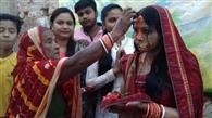 कोरोना से रक्षा की कामना के संग भगवान भास्कर को अर्घ्य अर्पण