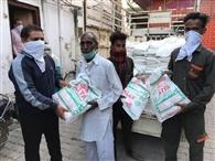 भाजपा जिलाध्यक्ष ने जरूरतमंद परिवारों को बांटी आटे की थैलियां