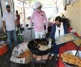 Positive India: ताकि न रहे कोई भूखा, गरीबों के लिए खोली गई रसोई में महापौर खुद बना रहीं पूड़ियां Meerut News