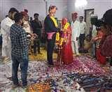 पांच लोगों की मौजूदगी में मास्क व दस्ताने पहन हुई शादी, लॉक डाउन खत्म होने के बाद होगी वधु की विदाई
