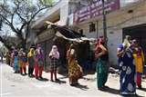 अब जमा पूंजी के सहारे जिंदगी की गाड़ी, बैंकों में लग रही लंबी लाइन moradabad news