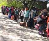 CoronaVirus: दिल्ली से बिहार पैदल पहुंचे पांच लोगों ने सुनाई दर्दभरी दास्तां, केजरीवाल पर लगाया बड़ा आरोप
