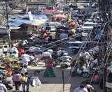Dhanbad Lockdown Day 7: सुबह-सुबह सब्जी की खरीदारी में दिखा मेला-सा नजारा, यह सब कोरोना संक्रमण के लिए बहुत खतरनाक