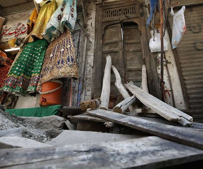 मंदिर के पुनर्निर्माण और मरम्मत का काम चल रहा था।