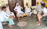 बहादरपुर में बुजुर्गो के साथ युवा भी खेती में अजमा रहे हाथ