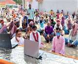 Mann Ki Baat: सैकड़ों श्रमिकों ने सुनी पीएम मोदी की बात, कोरोना संकट से बचाव का लिया संकल्प