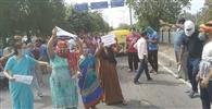पानी नहीं आने पर लोगों ने किया विरोध प्रदर्शन