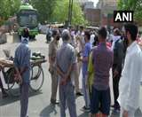 दिल्ली के द्वारका में पानी की किल्लत, मांगों को लेकर सड़क पर उतरे स्थानीय लोग