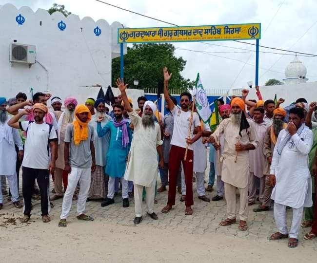 सिरसा में विजय सांपला की बैठक का विरोध करने पहुंचे किसान।