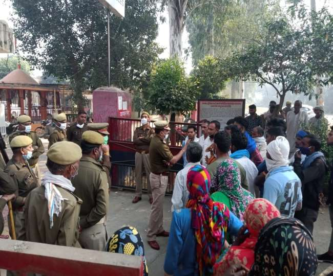 Demand for action against the accused of rape.