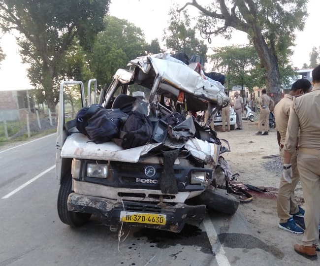 Bahraich Gonda National Highway Accident, Five died and many serious in bahraich accident, Car rammed into truck in bahraich, Lucknow commonmanissue, UP Commonmanissue, बहराइच-गोंडा नेशनल हाईवे हादसा, हाईवे पर खड़े ट्रक में घुसी कार