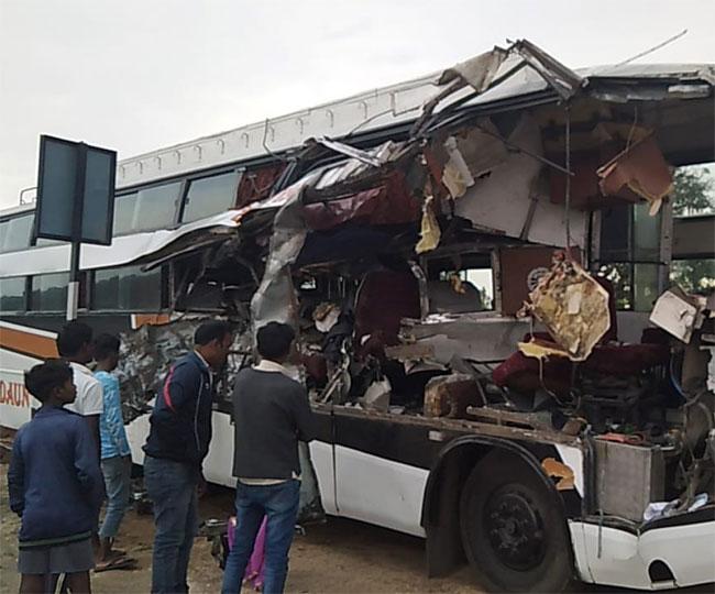 बिहारशरीफ से टाटा जा रही बस दुर्घटनाग्रस्त , 2 की मौत , दर्जनों घायल