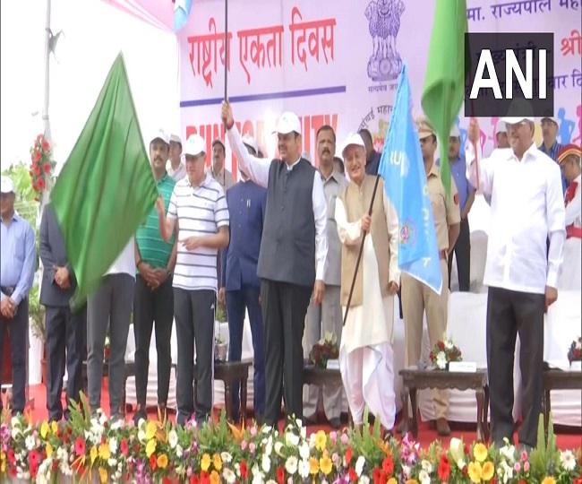 पीएम नरेंद्र मोदी गुजरात के केवड़िया में सरदार पटेल की 144वीं जयंती के मौके पर आयोजित एकता दिवस परेड में शामिल हुए हैं। इस दौरान वहां देश की रक्षा करने वाले वीरों की परेड चल रही है।