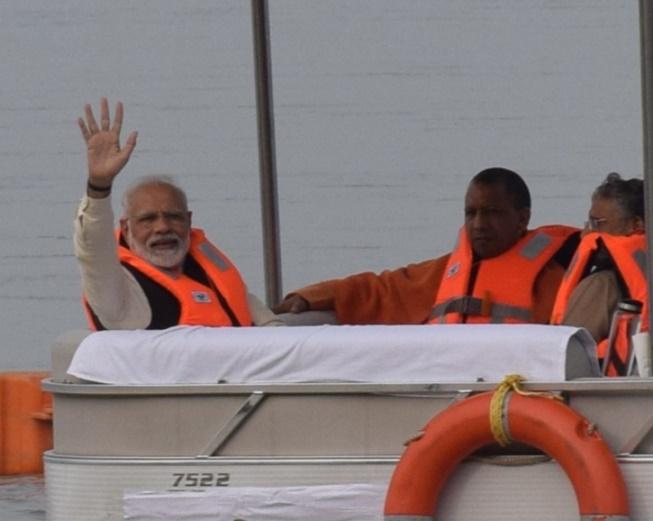 Image result for PM Modi Kanpur Visit : एनजीसी की पहली बैठक के बाद गंगा दर्शन, अटल घाट में सीढिय़ों पर फिसले प्रधानमंत्री