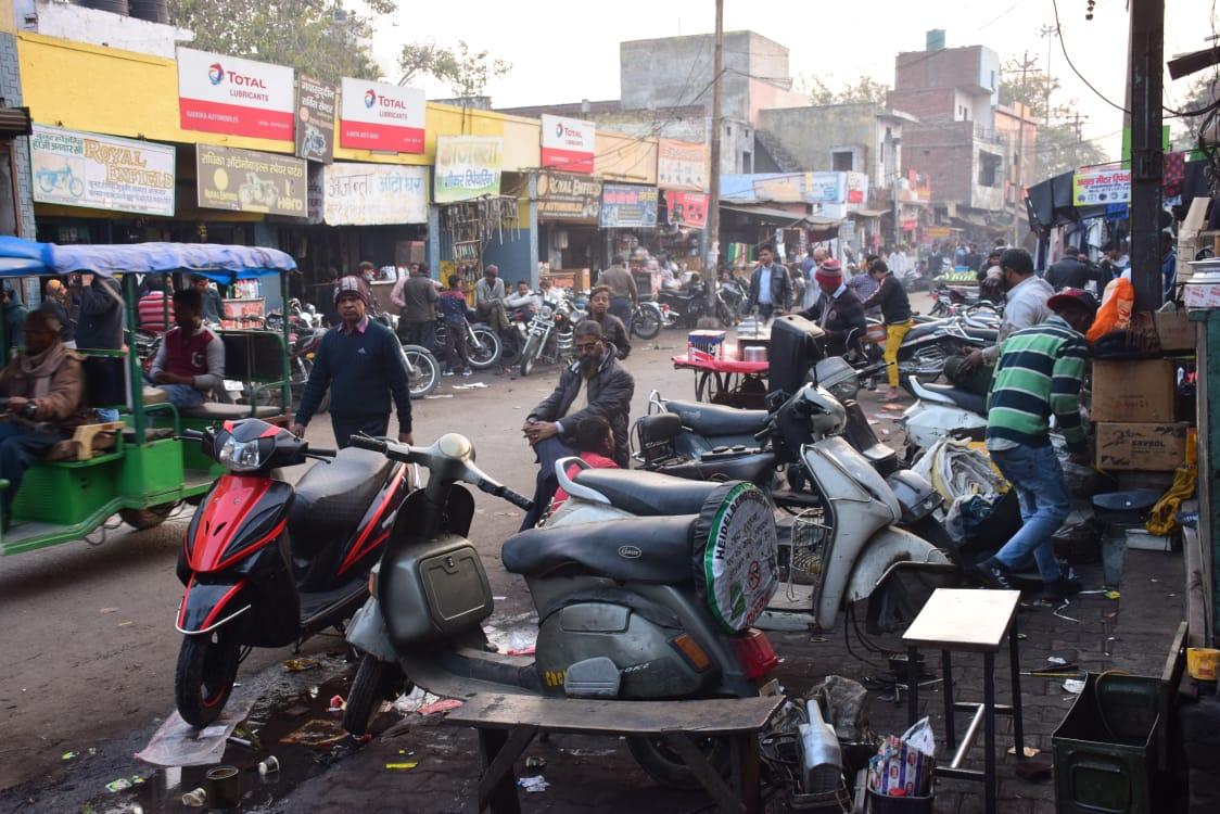 अलीगढ़ के इस बाजार में होता है वाहनाें का उपचार-अलीगढ़,लोकेश शर्मा।उपचार की जरूरत इंसान काे ही नही