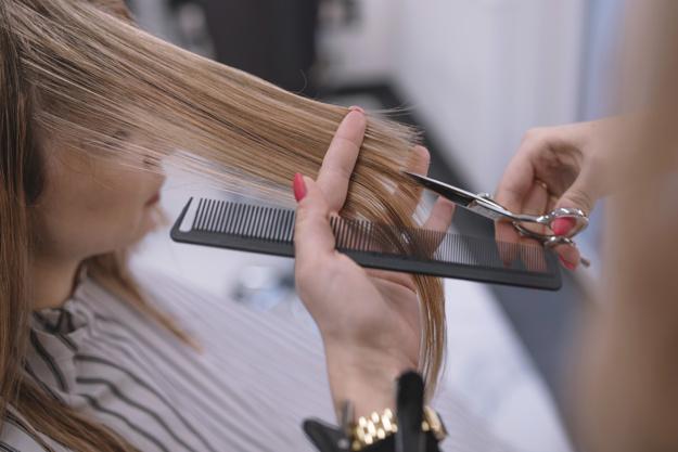 बालों की ट्रिमिंग भी है जरूरी