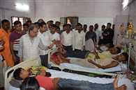 डिस्ट्रिक्ट हॉस्पिटल में वित्त मंत्री को मिले एक बेड पर चार मरीज
