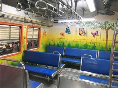 स्टूडेंट्स की कला ट्रेनों को बनाएगी आकर्षक