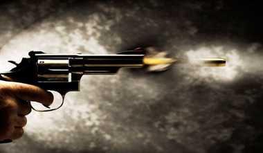 हिस्ट्रीशीटर ने पिता का गला पकड़ा तो बेटे ने मारी गोली