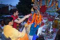 वृंदावन की पोशाक और मुकुट पहनेंगे कृष्ण कन्हैया