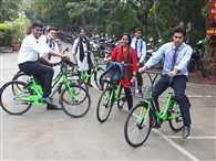 बाइक-कार कर किनार, एक रुपये में पैडल मार
