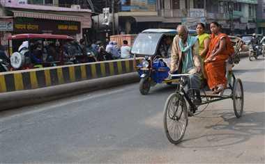 महंगाई ने घटाई रिक्शों की कमाई