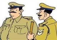 सीसीटीवी में कैद लेकिन पुलिस से दूर