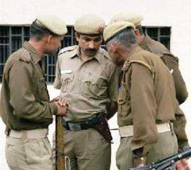 पुलिस चौकी के करीब तमंचे के बल पर लूट