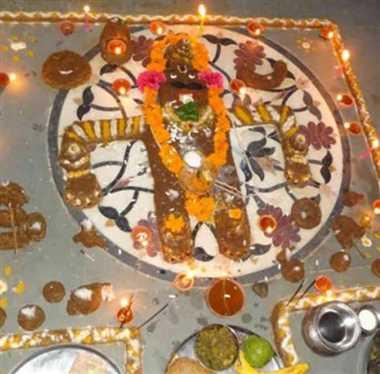 गोवर्धन पूजा के बाद मंदिरों में हुआ अन्नकूट का भंडारा