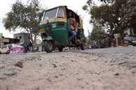 बदहाल सड़क हर दिन निगल रही छह की जान