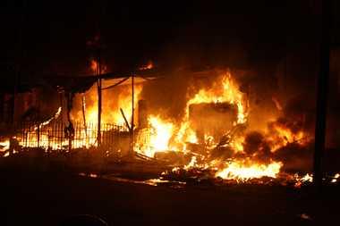 बिष्टुपुर में लगी आग से आठ दुकानें राख