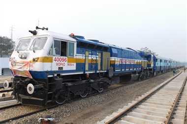 लोकसभा सांसदों से ज्यादा ट्रेन में सफर करते हैं यूपी के विधायक
