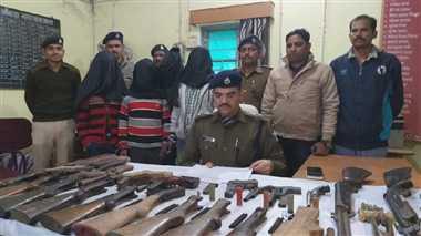 बिहार : छपरा में गुप्त रूप से बना रहे थे बंदूक, पुलिस ने चार को धर दबोचा