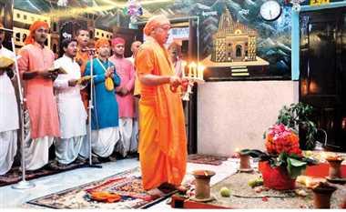 ब्रह्ममुहूर्त में सीएम ने किया मां दुर्गा सप्तशती का पाठ