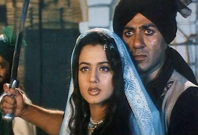 बॉलीवुड फिल्मों के 10 डायलॉग जो जगाते हैं देशभक्ति का जज्बा