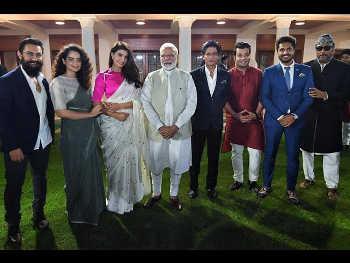 पीएम मोदी से इसलिए मिले बाॅलीवुड सितारे, शाहरुख व आमिर से लेकर कंगना और सोनम तक रहीं मौजूद