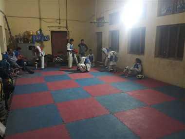 एस्ट्रोटर्फ के चेंजिंग रूम ने छीना 250 बच्चों का हॉल