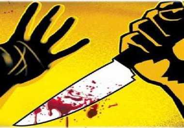घर में अकेली महिला की गला रेतकर हत्या