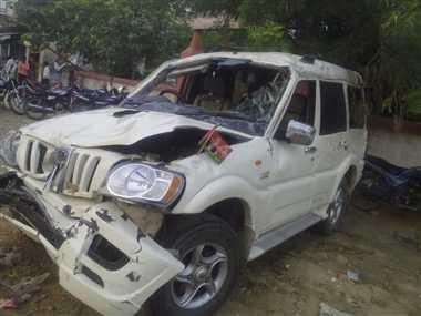 हादसे में सपा नेता के भाई की मौत, 4 घायल