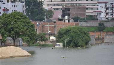 नदियों में उफान, निगम में शिकायतों की 'बाढ़'