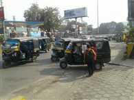 ऑटो ड्राइवर्स वसूल रहे मनमाना किराया