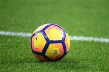 शहर के युवाओं को भा रहा फुटबाल