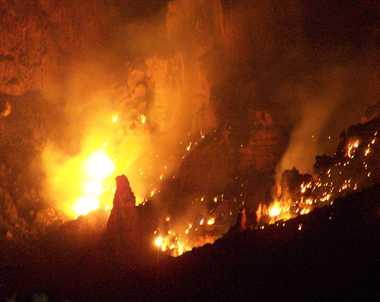 शॉर्ट सर्किट से लगी आग में फंसी फैमली, गृहस्थी राख