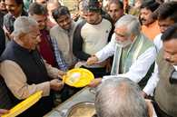 मकर संक्रांति : चूड़ा-दही के भोज में खूब पकी सियासी खिचड़ी, सीएम नीतीश ने भी चखी