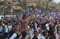नामांकन में दिखी सपा-कांग्रेस की जुगलबंदी