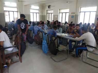 हिंदी को बढ़ावा देने में लगा राजकीय पुस्तकालय