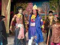 छल से सीता को हर ले गया रावण
