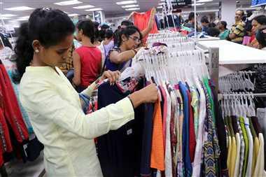 दुर्गा पूजा में जमकर हो रही है शॉपिंग